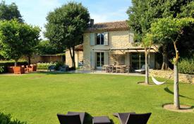 Property to rent in Ménerbes. Ménerbes — Lovely renovated farmhouse with heated pool