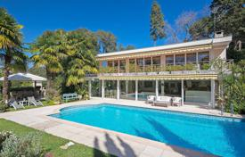 5 bedroom houses for sale in Antibes. Cap d'Antibes — Villa in Californian-style