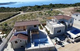Houses with pools for sale in Rogoznica. Comfortable villa with a plot, a parking, a pool and a sea view, Rogoznica, Croatia