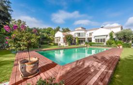 Elite villa with a terrace, a pool, a spacious plot and sea views, Sotogrande, Andalusia, Spain for 2,625,000 €