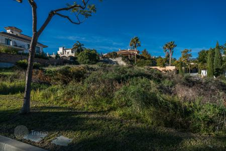 Development land for sale in Andalusia. Plot with Villa Project in golf resort Los Flamingos, Benahavis