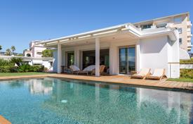 4 bedroom houses for sale in Cannes. Beautiful villa with a sea view in a luxury area of the city, Cannes, France