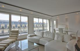 Golden Triangle/ Montaigne — Luxurious furnished appartement with balcony and parking for 13,300 € per week
