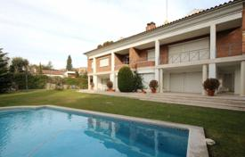 Luxury houses with pools for sale in Barcelona. Two-storey villa with a pool, a garden and a guest house, in a quiet area, San Cugat del Valles, Spain