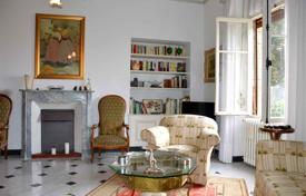 3 bedroom apartments for sale in Bordighera. Elegant apartment in Bordighera, Italy. Flat with a covered terrace and a private garden, in a period villa with a park, 500 m from the sea