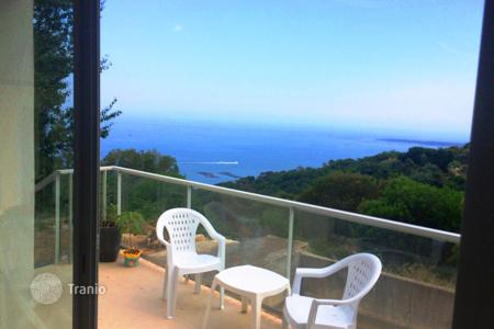 Coastal houses for sale in Cannes. Exceptional villa SUPER CANNES