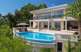 Luxury 5 bedroom houses for sale in Cannes. Florentine villa with a pool and sea and island views, Cannes, France