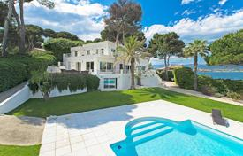 5 bedroom houses for sale in Antibes. Cap d'Antibes — Magnificent contemporary villa