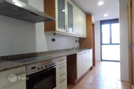 Property for sale in Bellavista. Apartment with balcony 13 minutes away from the beach