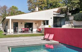 4 bedroom houses for sale in Opio. Cannes backcountry — Modern architecte villa