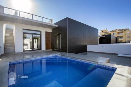 Cheap townhouses for sale in Spain. 3 bedroom Modern Townhouse in Formentera del Segura