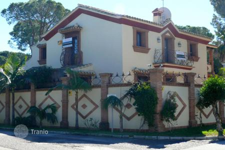 3 bedroom houses for sale in Costa del Sol. Magnificent Villa in El Presidente, New Golden Mile, Estepona