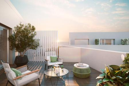 New homes for sale in Sant Martí. Duplex apartment with garden 11 m² and a garage in new building, Barcelona, Poblenou area