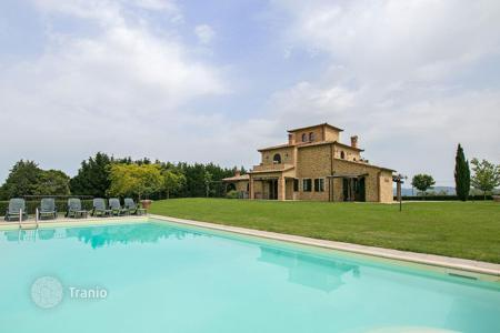 Property for sale in Umbria. Bed-and-breakfast with a swimming pool, a garden, and a terrace, Castiglione del Lago, Umbria, Italy