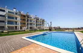 Cheap 3 bedroom apartments for sale in Costa Blanca. 3 bedroom apartment with large terrace near Villamartin