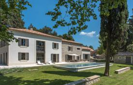 Property for sale in Bouches-du-Rhône. Maussanes-les-Alpilles — Contemporary farmhouse
