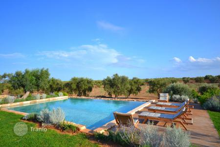 Villas and houses for rent with swimming pools in Apulia. Masseria del Fico