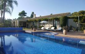 A substantial and beautifully designed villa with a large mature garden and great views for 1,650,000 €