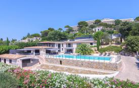 Luxury property for sale in Le Cannet. Neo-Provencal villa with a pool and a sea view, Le Cannet, France