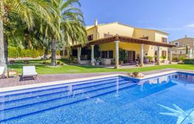 Luxury houses with pools for sale in Costa Brava. Villa with a pool, a garden, a gym and a sauna, in the prestigious area, Selva, Girona, Spain