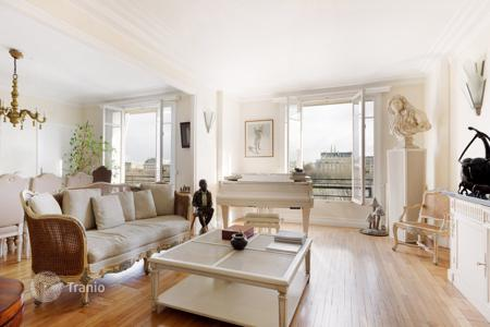 Luxury 2 bedroom apartments for sale in Europe. Apartment in a historical building, near the Invalides Dome, in Paris 7th, Ile-de-France, France