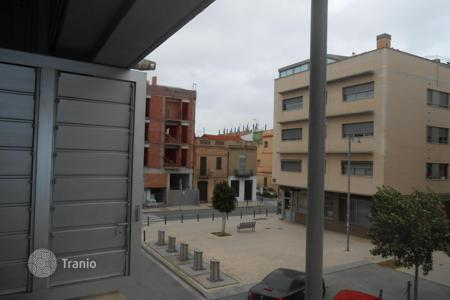 4 bedroom apartments by the sea for sale in Catalonia. Apartment with 4 bedrooms and balcony in Badalona