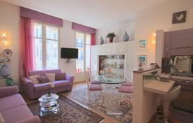Coastal apartments for sale in Nice. Beautiful 2 rooms apartment on top floor with lift