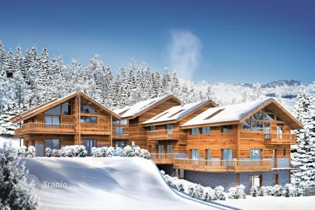 Cheap 2 bedroom apartments for sale in French Alps. Attractive apartment with a balcony in a ski resort in Meribel, French Alps, France
