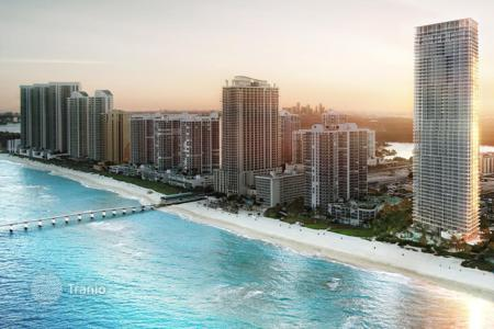 Apartments with pools for sale in North America. Designer apartment with ocean view in a luxury complex, Sunny Isles Beach, Miami