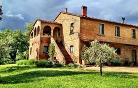 Manor with a plot of 600 hectares in Chiusi, Tuscany, Italy for 930,000 €