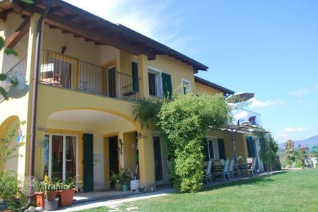 Residential for sale in Dolceacqua. Three-storey villa with a green garden, a large swimming pool, a fountain, spacious terraces in Dolceacqua. Used as a guest house