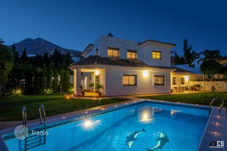 Houses with pools for sale in Benalmadena. Villa – Benalmadena, Andalusia, Spain
