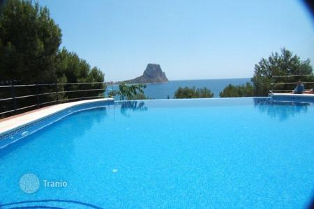 Cheap houses for sale in Valencia. Two-level house in Calpe