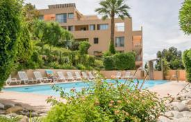 Coastal buy-to-let apartments in Côte d'Azur (French Riviera). Apartment – Cannes, Côte d'Azur (French Riviera), France