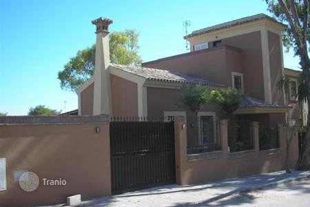 Luxury houses with pools for sale in Fuente Vaqueros. Villa – Fuente Vaqueros, Andalusia, Spain