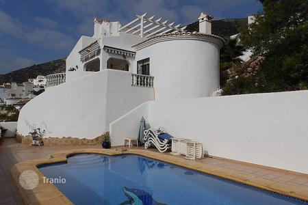 Houses with pools for sale in Jalón. 4 bedroom mediterranean-style villa with private pool and solarium in Jalón