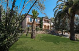 Luxury property for sale in Roquebrune-sur-Argens. Spacious villa overlooking the sea with two separate studios and a parking, Les Issambres, France