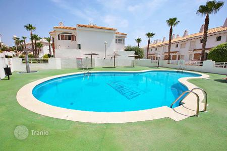 Coastal property for sale in Valencia. One bedroom apartment in a complex with swimming pool, 100 meters from the beach in Orihuela Costa, Alicante