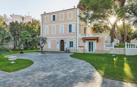 Luxury 4 bedroom houses for sale in Antibes. Antibes — Beautiful bourgeois house