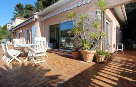 Penthouse with a spacious terrace, a barbecue area and an outdoor Jacuzzi, Nice, France for 1,280,000 €