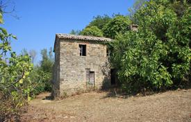 Property for sale in Umbria. Land plot with farmhouse to be restored