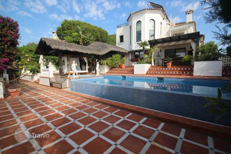 Luxury 4 bedroom houses for sale in Andalusia. Villa for sale in Marbesa, Marbella East