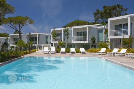 Townhouses for sale in Cascais. Modern townhouse in the exclusive area of Quinta da Marinha, Cascais