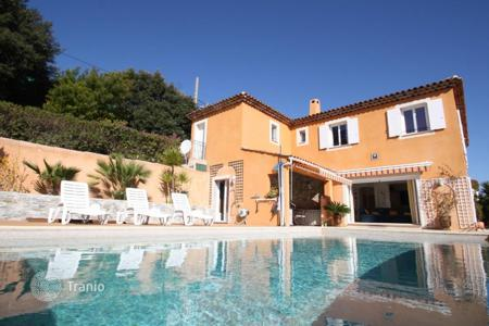5 bedroom houses for sale in Cagnes-sur-Mer. Beautiful recent villa with pool and sea view