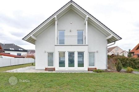 3 bedroom houses for sale in the Czech Republic. Villa – Prague, Czech Republic