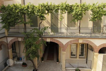 Coastal property for sale in Verona. Apartment building – Verona, Veneto, Italy