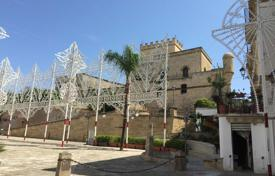 Chateaux for sale in Apulia. Ancient castle with a garden and a stable in historic center of the city of Parabita, Apulia