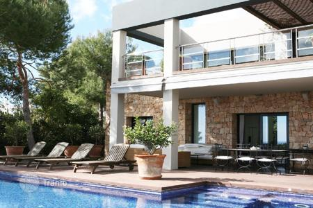 Luxury houses with pools for sale in Ibiza. Lovely house in Ibiza