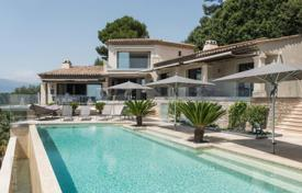 Luxury property for sale in Le Cannet. Renovated villa with a pool and sea and mountain views, Le Cannet, France