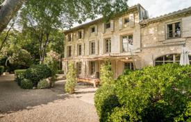 Property for sale in Bouches-du-Rhône. Eygalières — Exclusivity — Outbuildings